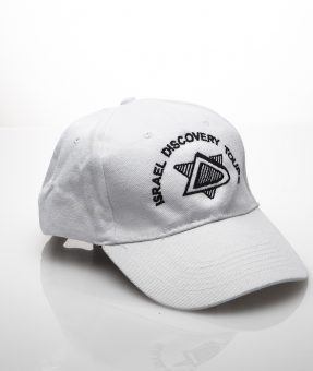 כובע עם רקמה