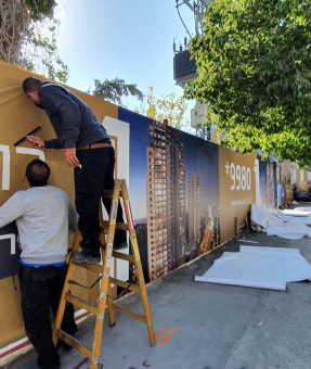 הדפסה והתקנה של גדר באתר בנייה- גדר מדברת